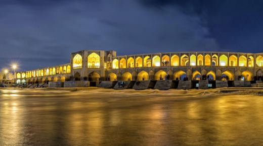 بم تشتهر مدينة أصفهان ؟