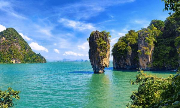 بم تشتهر جزيرة بوكيت؟