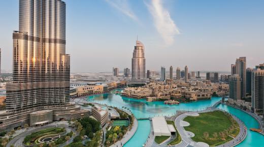 بم تشتهر مدينة دبي ؟