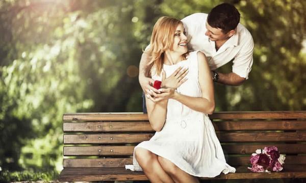 كيف يعبر الرجل عن حبه؟