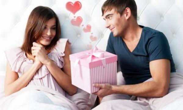 معاني الهدايا المقدمة للمرأة