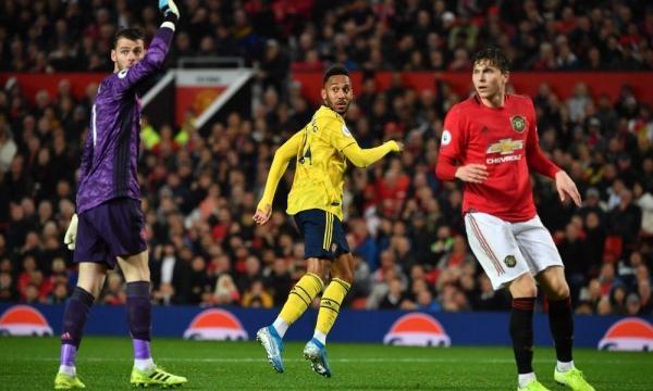 موعد مباراة ارسنال ومانشستر يونايتد الأربعاء 1-1-2020 والقنوات الناقلة | الدوري الإنجليزي