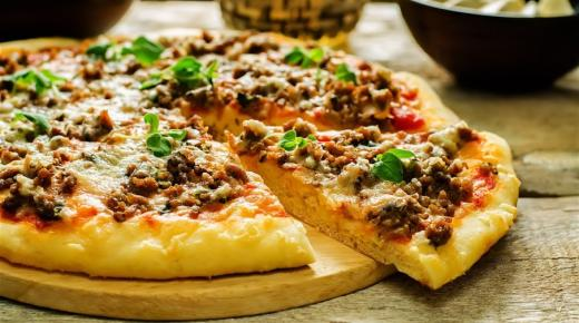 طريقة تحضير البيتزا باللحمة المفرومة