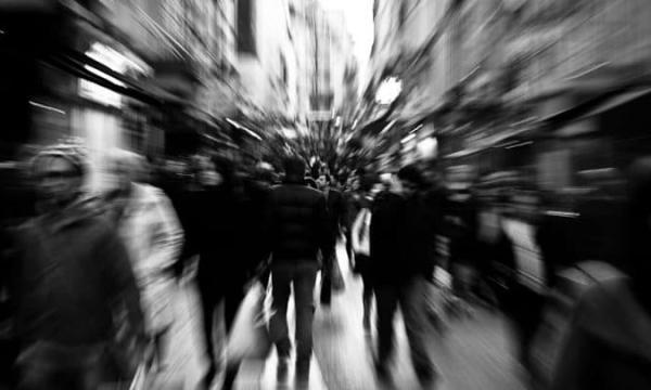 ما هو رهاب الحشود وأعراضه وكيفية علاجه؟