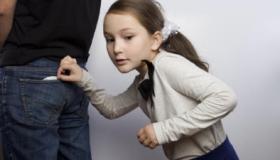 أسباب السرقة عند الأطفال وكيفية علاجها