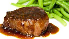 4 طرق لتحضير صلصة ستيك اللحم