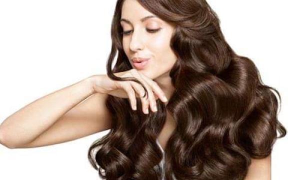 وصفات طبيعية لتنعيم الشعر متاحة في منزلك
