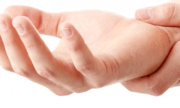 ما سبب تنميل اصابع اليد ؟