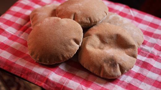 طرق بسيطة لعمل الخبز المنفوخ في المنزل