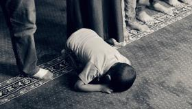 شرح كيفية الصلاة الصحيحة من التكبير إلى التسليم (للرجال، للنساء والأطفال)