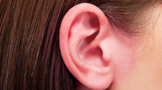 كيفية إخراج الماء من الأذن