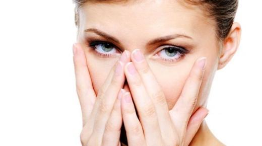 حيل لـ تجديد شباب الجلد حول العينين