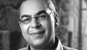 أحمد خالد توفيق .. العراب الذي أعاد الشباب للقراءة