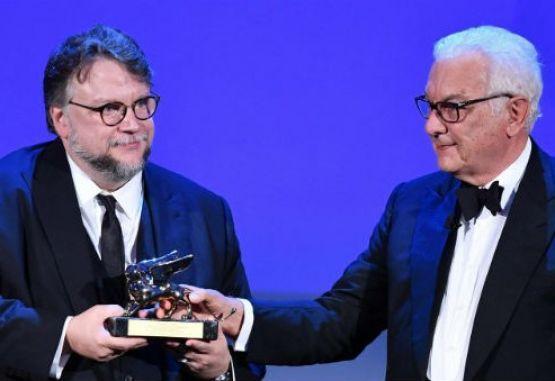 Resultado de imagen para Guillermo del Toro y el presidente de la Biennale de Venecia, Paolo Baratta,