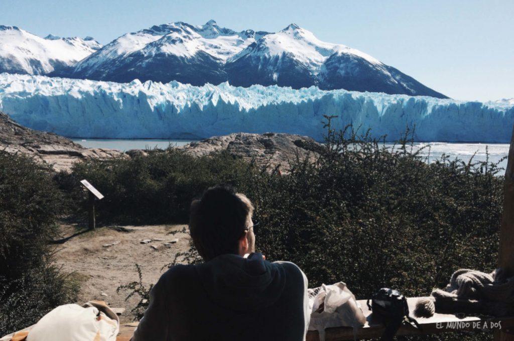 Almorzando frente al glaciar Perito Moreno. Viajar a El Calafate