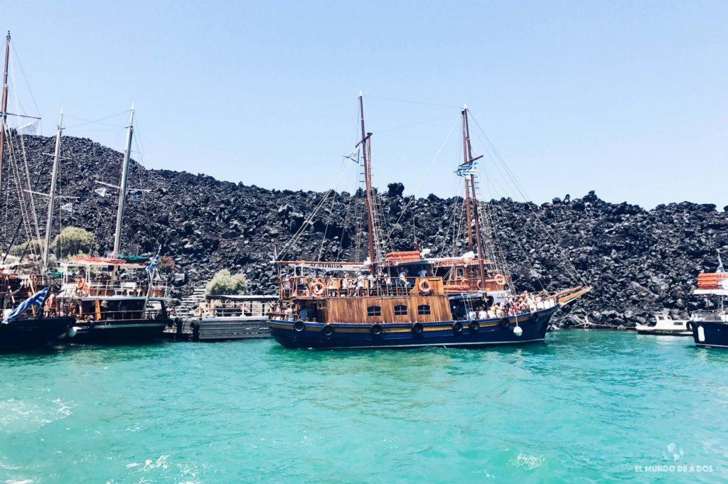 Barcos de excursiones. Caldera de Santorini