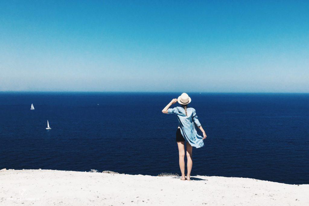 Ella y el horizonte. Que ver en Santorini en 3 días