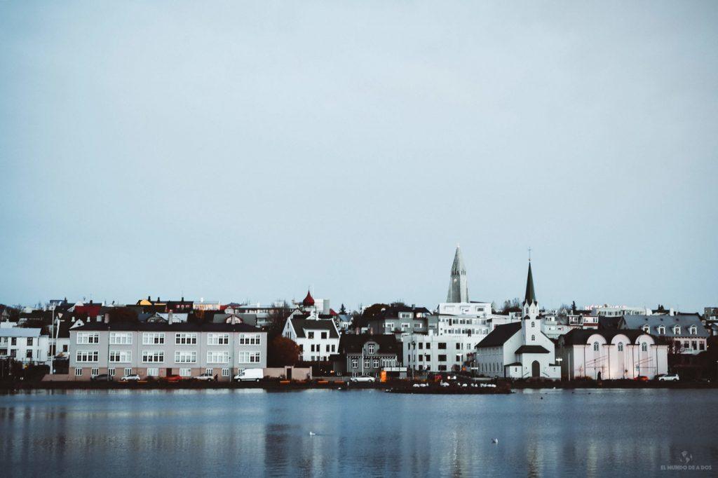 Vista de Reikiavik al atardecer. Guía para viajar a Islandia