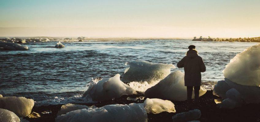 La playa de diamantes al atardecer. Guía para viajar a Islandia
