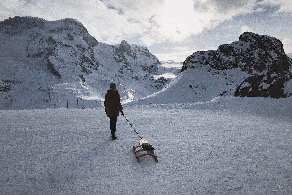 En trineo en Gornergrat. Suiza en invierno