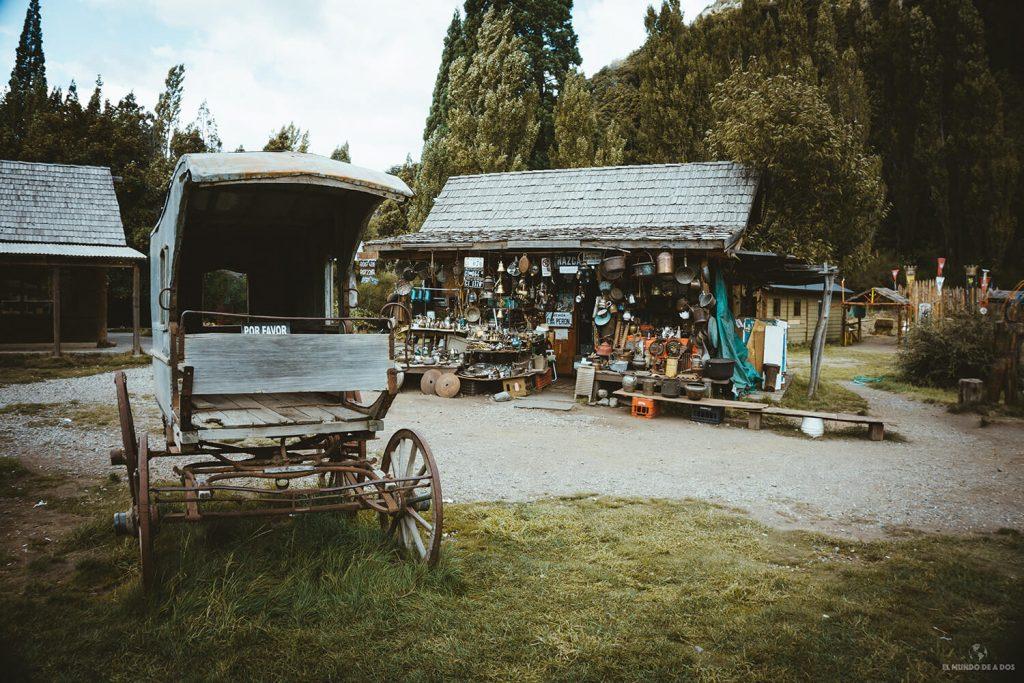 Local de cacharros en Colonia Suiza. Circuito Chico Bariloche