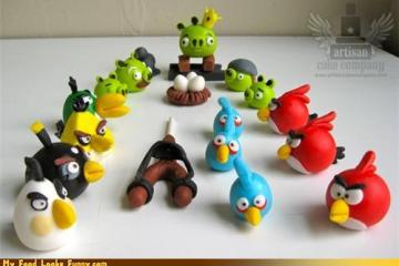 MyFoodLooksFunny.com - Edible Angry Bird Cake Toppers