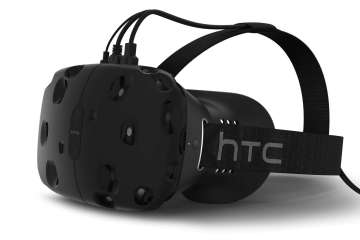 HTC Vive headset is coming to stores in April 2016