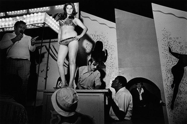 Carnival Strippers. Susan Meiselas / Magnum Photos