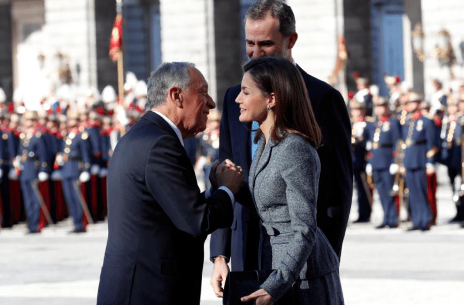 letizia vestit gris 4 Casa reial