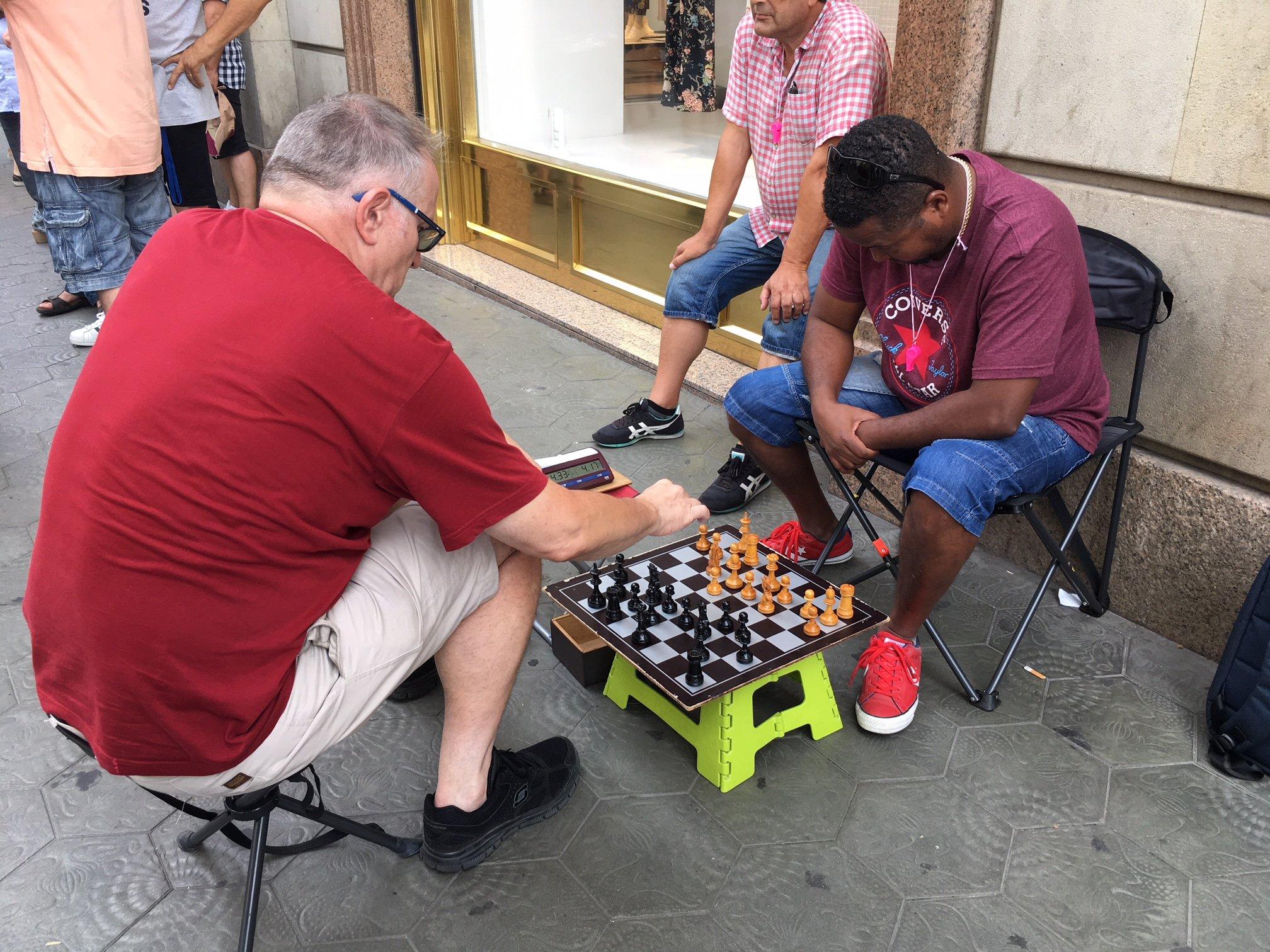 taxistes barcelona juguen domino