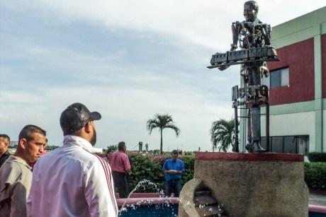 Maracaibo, Estatua de Hugo Chávez en el Metro