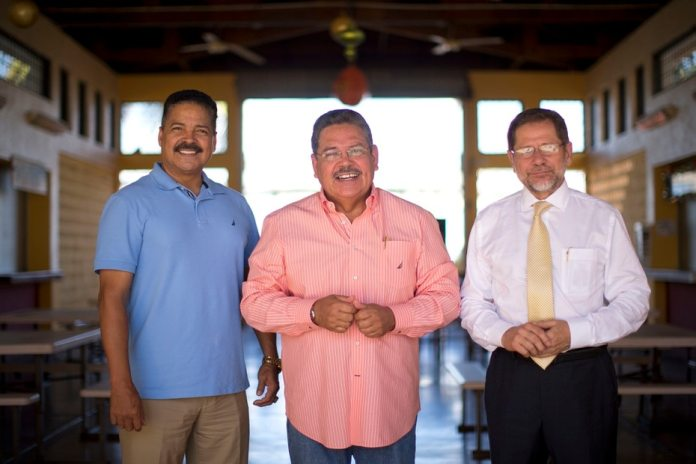 Pedro Rosa Niels, Jorge Rivera Nieves and Efrain Arroyo were the leading telereporters and anchors of the news in the 90s.