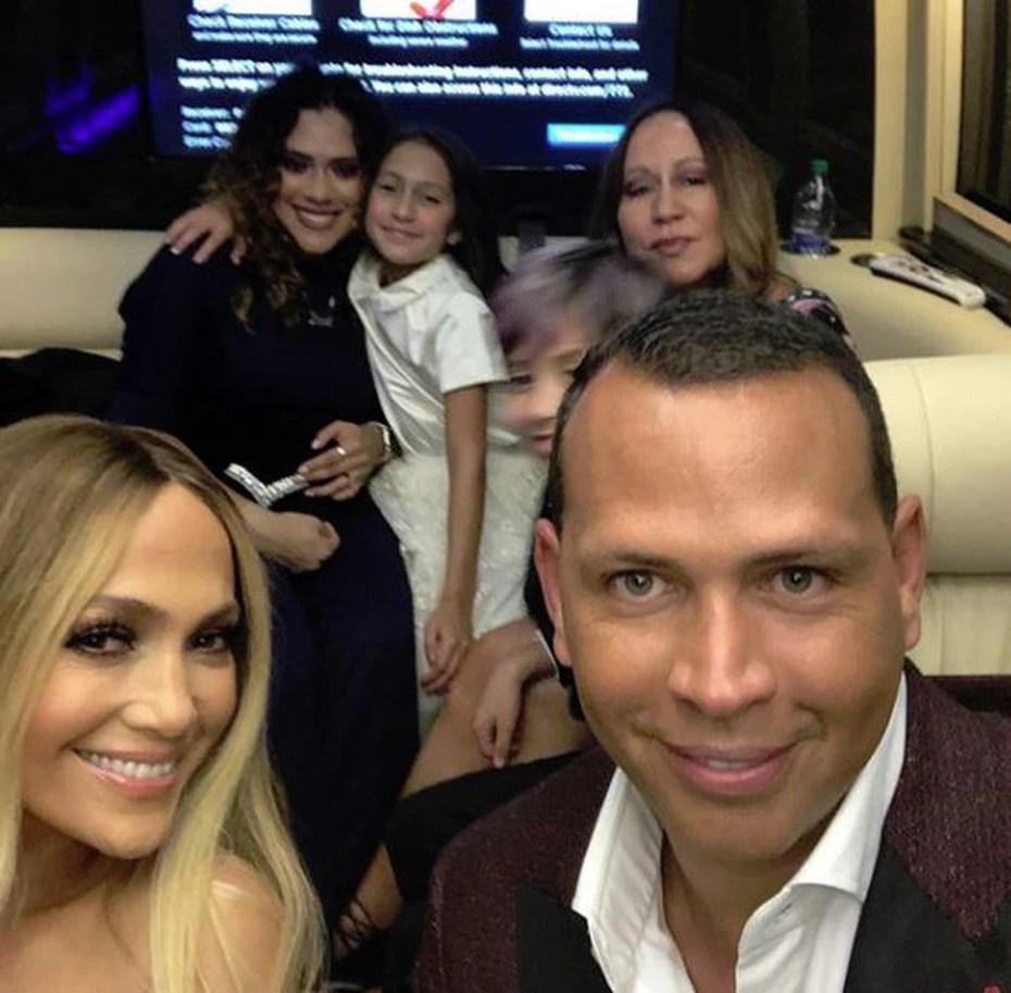López publicó, en junio de 2017, una foto en su cuenta de Instagram de un pasadía con Rodríguez en el que también estuvieron los hijos de ambos.