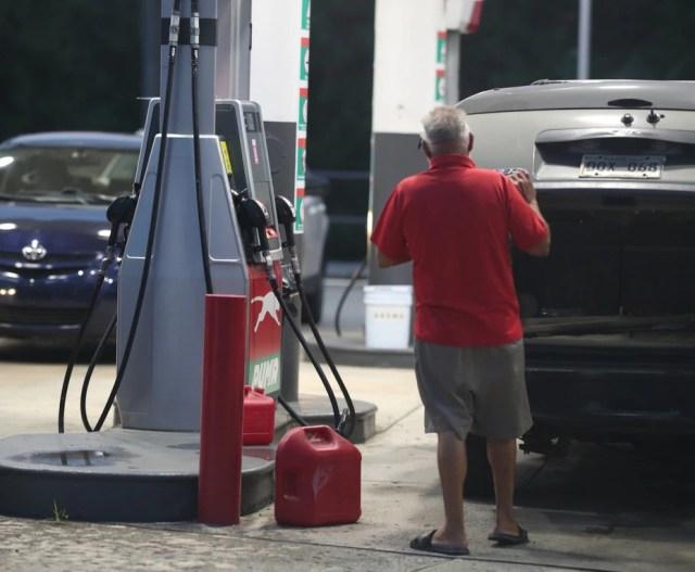 Estación de gasolina en la avenida Roosevelt, San Juan.
