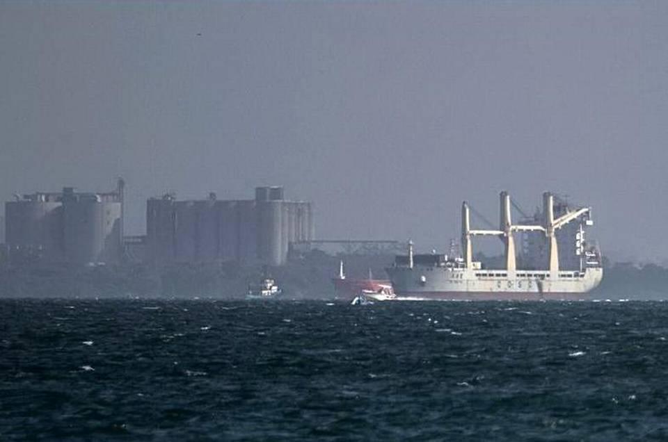 El barco, que lleva retenido en Colombia desde el sábado, llevaba a bordo equipamiento militar no declarado, incluidas 100 toneladas de pólvora, 99 bases de proyectiles y 3,000 cajas con cartuchos de artillería.
