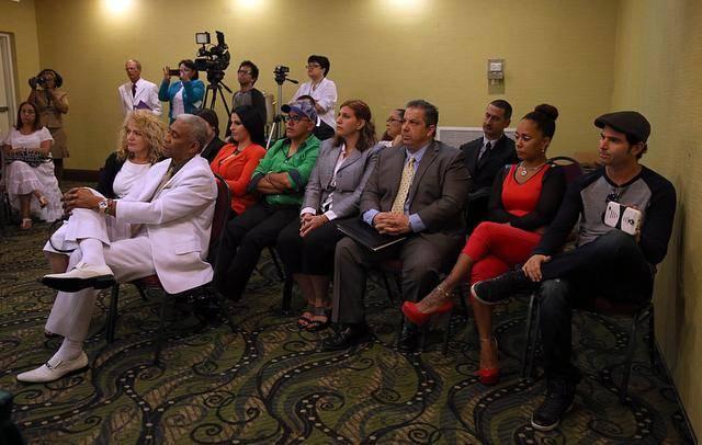 <cutline_leadin>SANTEROS deL</cutline_leadin> sur de <252>la Florida asistieron a la reunión de la organización Kola Ifa Miami y la iglesia Babalú Ayé en el hotel Ramada de Hialeah.