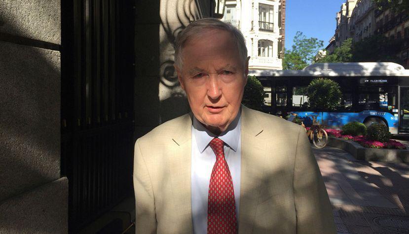 """MADRID (ESPAÑA), 12/06/2018.- El historiador y profesor de Ciencia Política de la Universidad de Oxford Archie Brown advierte de que el """"liderazgo compartido e inclusivo es ahora más necesario que nunca, en pleno auge de los autócratas"""". En una entrevista con Efe con motivo de la presentación en Madrid de su obra """"El mito del líder fuerte"""" (Círculo de Tiza), Brown reitera que los líderes que no se someten al escrutinio de la opinión pública, ni admiten argumentos de sus compañeros en el gabinete son los que cometen mas errores. EFE/Alfonso Bauluz de la Iglesia"""