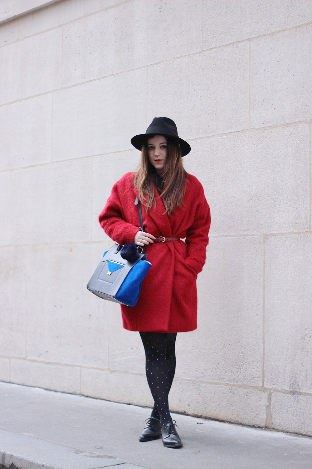 The red coat elodie in paris - Comptoir des voyages paris ...
