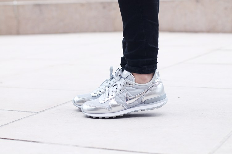 nike internationalist silver