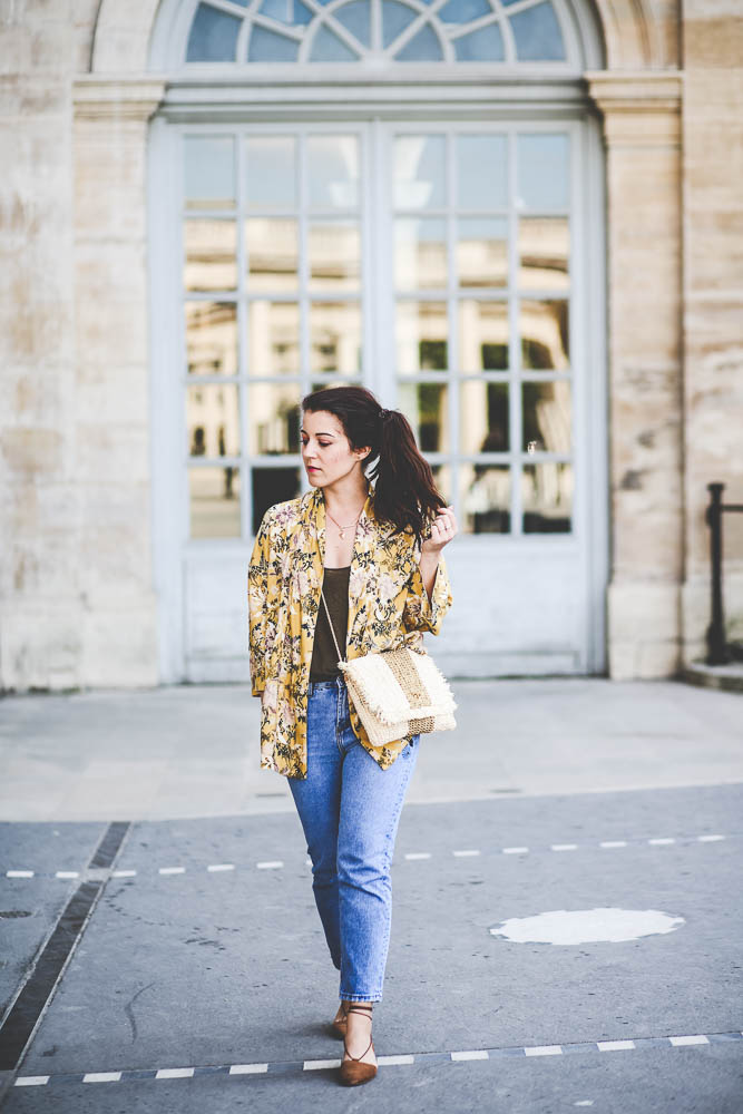 kimono jaune à fleurs