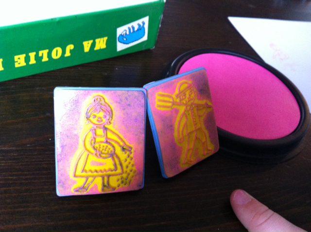 photo 21 Concentré de vie : Avec des baisers ratés et des timbres à imprimer