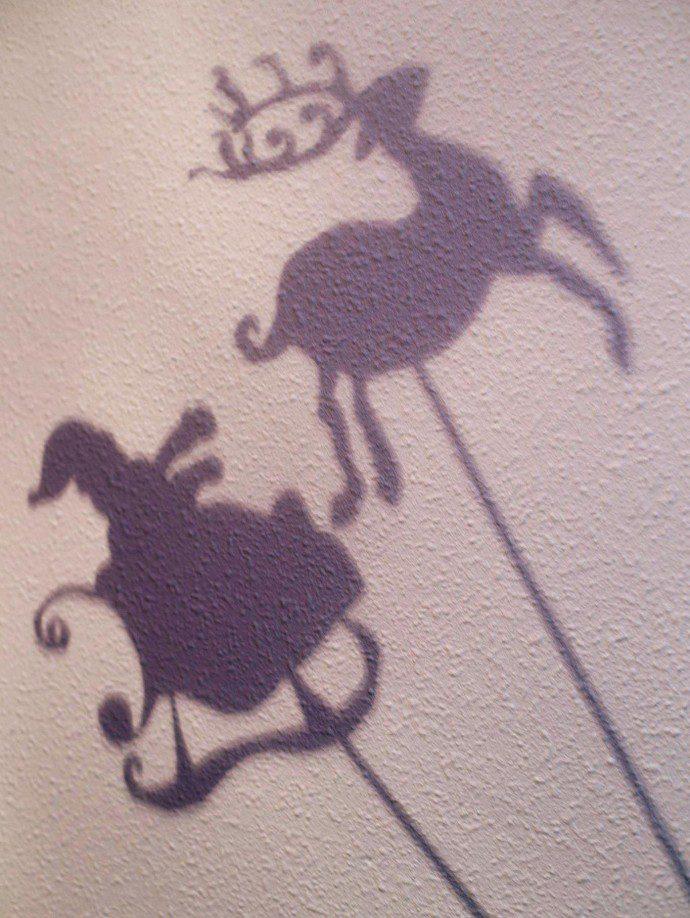 141214 ombre theatre 3 690x918 Mon petit théâtre des ombres de Noël (Free printable)