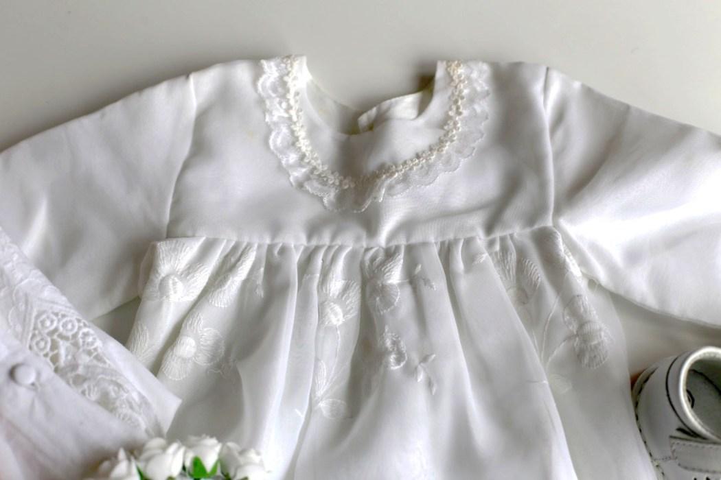 160405 cape bapteme Petit look de cérémonie en blanc, en rose et en broderies
