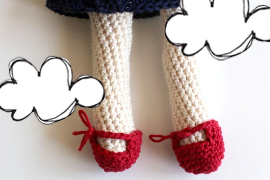 160508 chaussures 2 kiki l apetite soricere au crochet Une poupée Kiki la petite sorcière au crochet