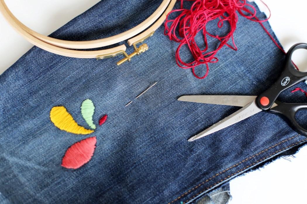 160905 broderie pochette jeans Ma pochette brodée pour faire durer lété (spécial récup)