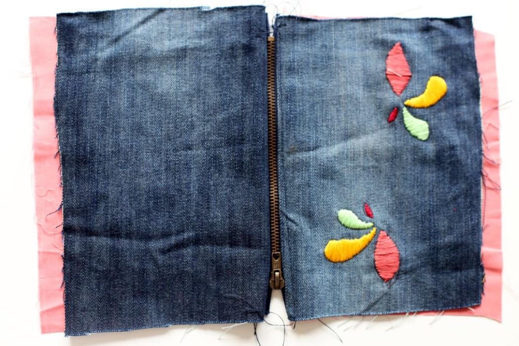 160905 trousse jeans brodee fleurs Ma pochette brodée pour faire durer lété (spécial récup)