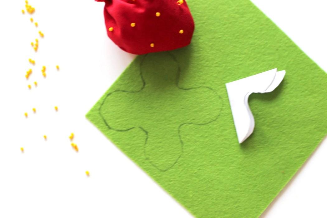 160912 sachet lavande fraise kawaii feutrine Une petite fraise parfumée à la lavande à glisser dans son armoire