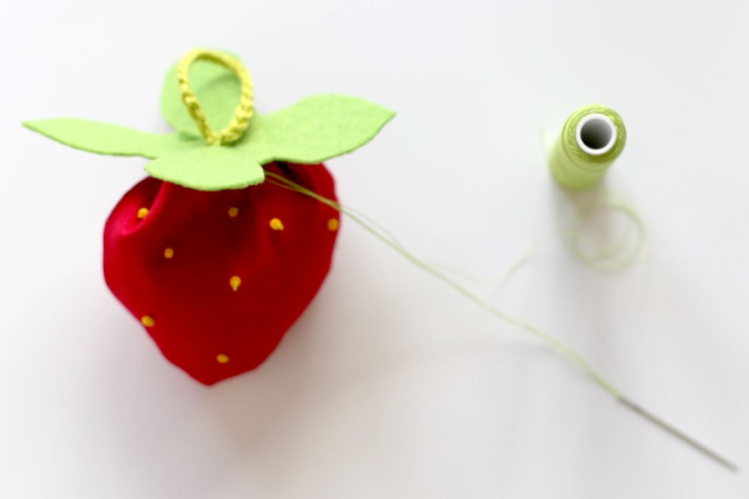 160913 fraise lavande sachet diy Une petite fraise parfumée à la lavande à glisser dans son armoire