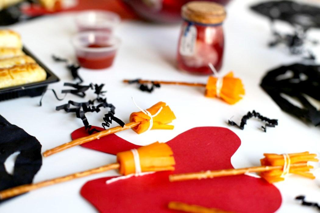 161012 balai de sorcieres table halloween Une table de sorcière pour Halloween