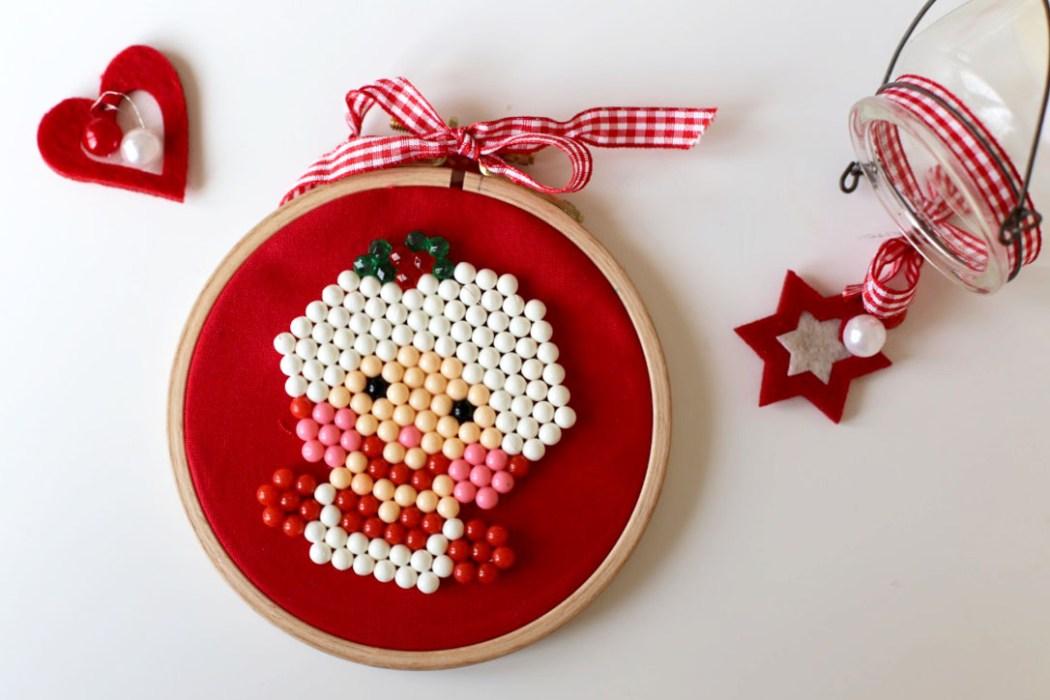 161120 aquabeads perles eau mere noel Le portrait de la Mère Noël en Aquabeads